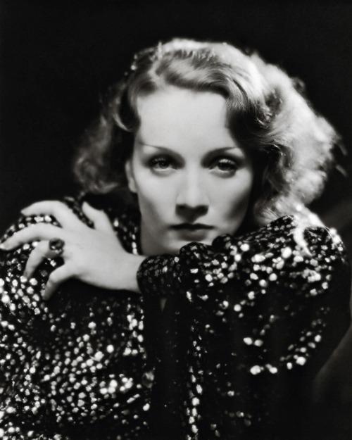 Marlene Dietrich Annex2: Baking With Marlene Dietrich! Here's Her Easy Chocolate
