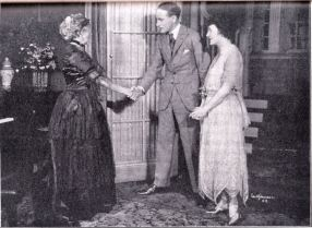 sis-older-mrswhiffen-lesliehoward-patriciacollinge-justsuppose1920