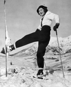 1938, Sun Valley, Idaho, USA --- Original caption: 1938-Sun Valley, ID: Actress Norma Shearer is shown at Sun Valley, ID, on skis, One leg raised. --- Image by © Bettmann/CORBIS